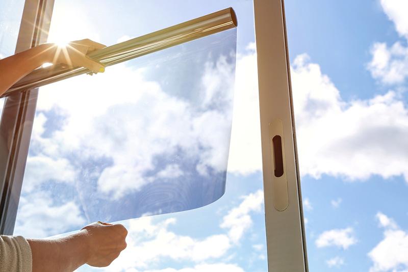 วิธีปกกันง่าย ๆ หากไม่อยากให้นกบินชนกระจก